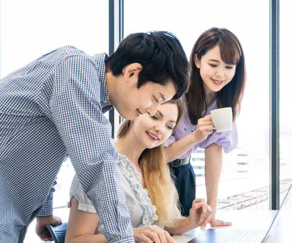 大学・専門学校の進路指導課の方へ。外国人留学生の「活躍の場=就職先」を一緒に考えます。